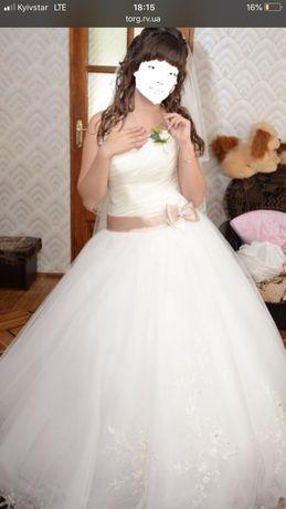 Продам весільне плаття 46 р