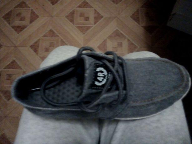 Продам недорого туфли макасины