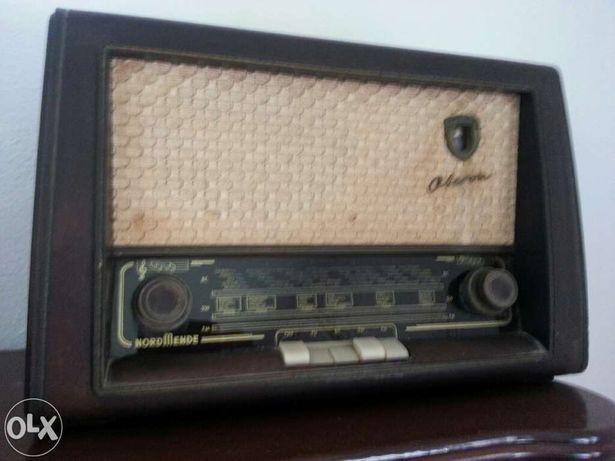 radio antigo ano 1954/55 feito na ALEMANHA.