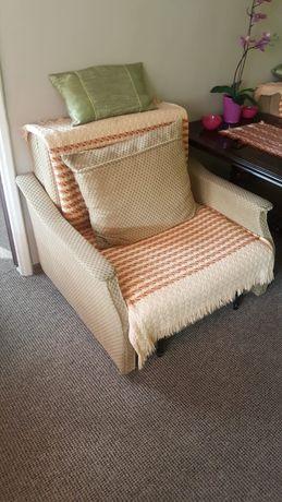 Komplet dwoch foteli rozkładanych. Cena za 2 sztuki.