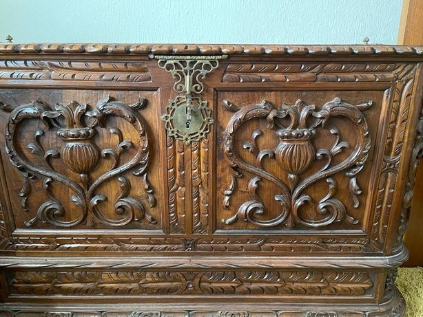 Arca em madeira, antiga