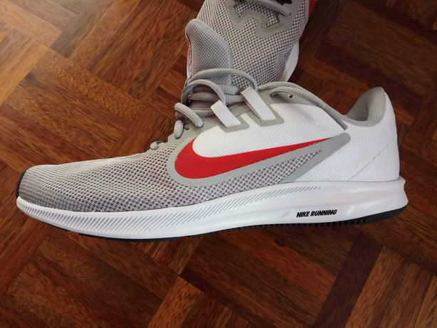 Ténis Cinza- Nike