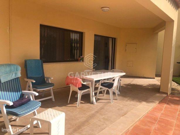 Moradia Isolada V3 de dois pisos com jardim e piscina, Qu...