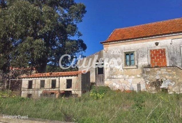 Terreno com ruína, em Bicesse, Estoril