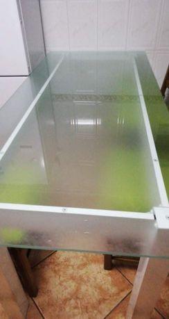 Mesa de vidro de 2 metros com cadeiras