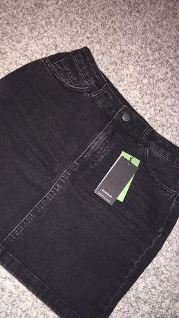 Czarna jeansowa spódniczka Reserved