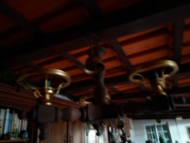 Candeeiro rústico em madeira