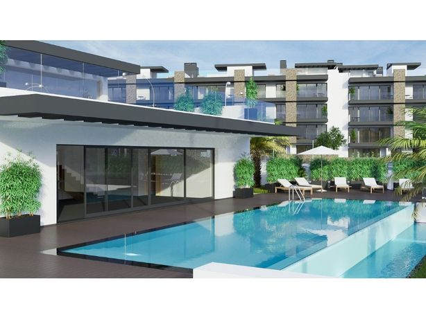 Magnífico T2 com uma varanda, um terraço e piscina comum