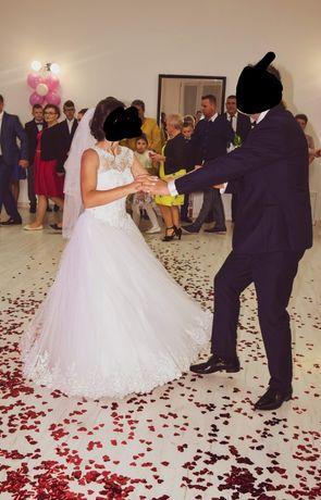 Suknia ślubna w typie ksieżniczki
