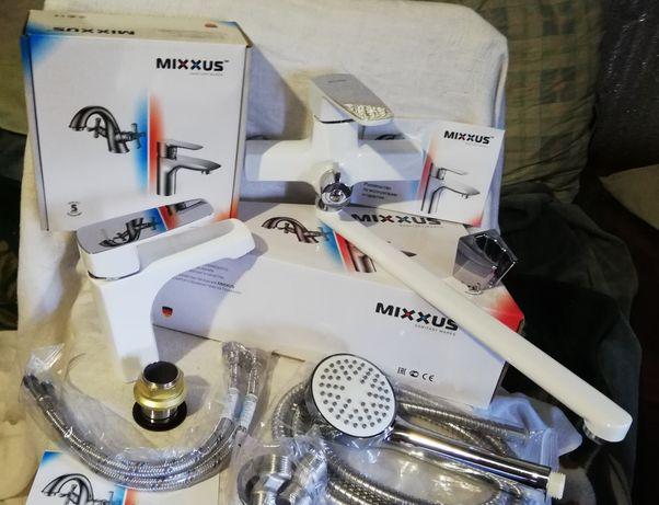 Латунный белый смеситель MIXXUS для ванной комплект с душем.
