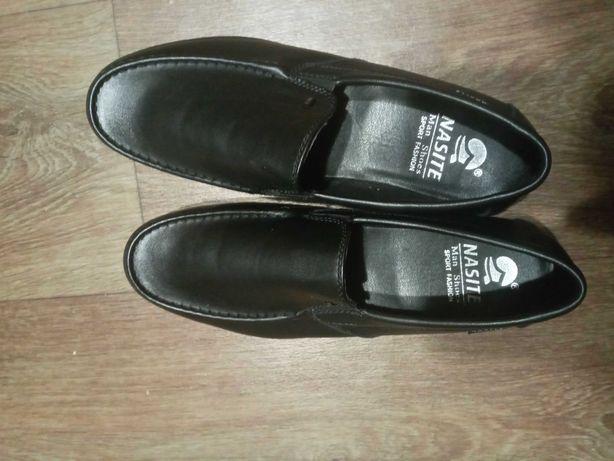 Продам подростковые туфли
