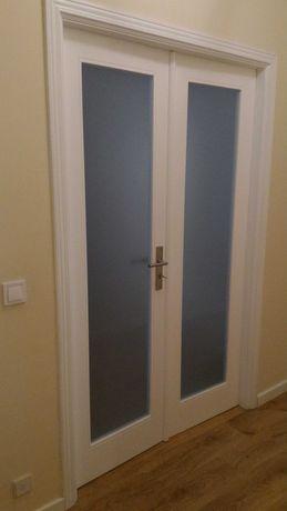 Portas interiores de madeira em branco