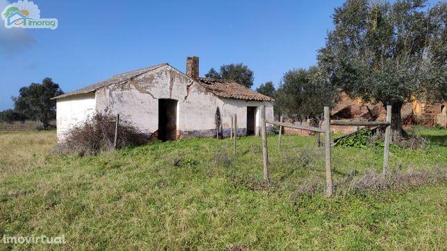 Monte Alentejano com terreno de 2.35 hectares