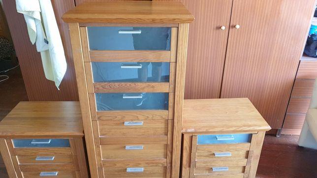 Conjunto de uma camiseira + 2 mesas de cabeceira de madeira maciça