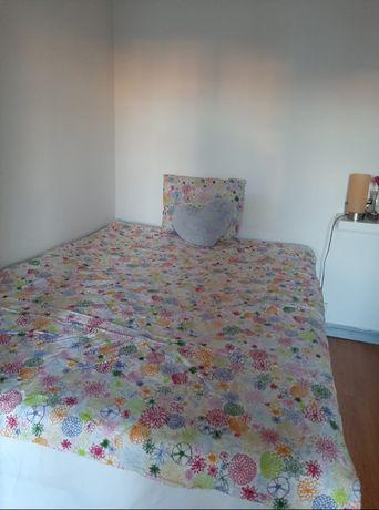 Alugo quarto para uma pessoa