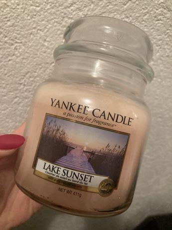 Średnia świeca zapachowa Yankee Candle raz palona