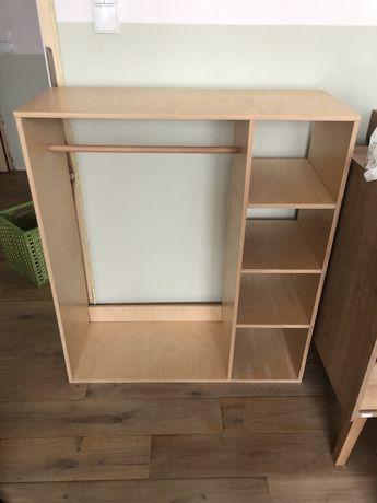 Otwarta szafa dla dziecka Montessori