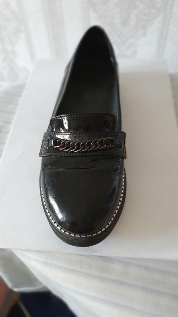Туфлі чорні. Лакові шкіряні
