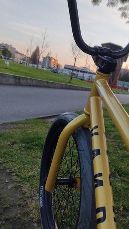 """BMX Vandals roda 20"""" quadro 20.5"""""""
