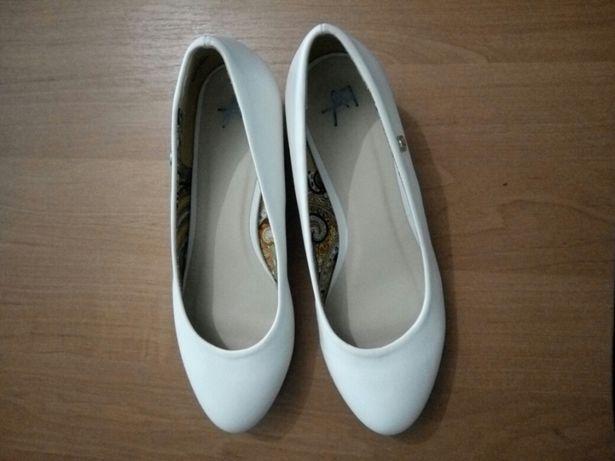 Туфельки, туфли белые!