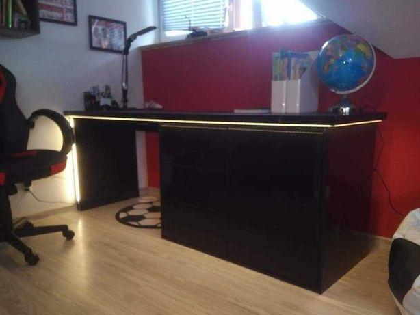 Duże niepowtarzalne biurko