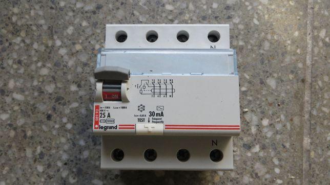 Wyłącznik różnicowo-prądowy Legrand.
