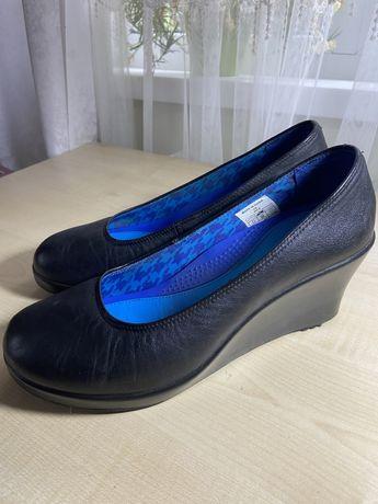 Туфлі crocs
