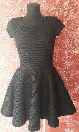 Piękna rozkloszowana czarna sukienka 36 S/38 M