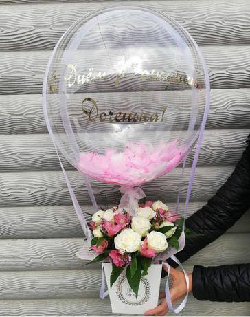 Живые цветы с воздушными шарами.Шар с перьями .Индивидуальная надпись.