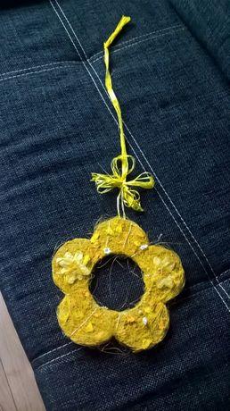 Ozdoba na okno - żółty kwiatek (średnica: 20 cm)