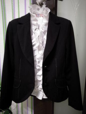Продам одяг для першокласниці. Сучасний дизайн, гарна тканина.