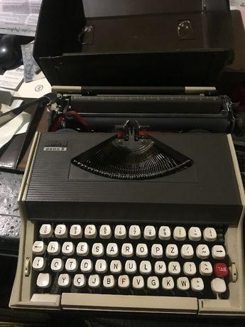 Máquina de escrever ABC 2000S