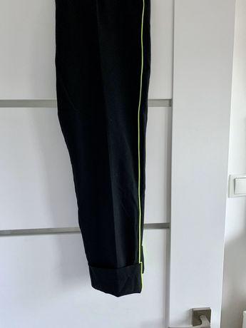 Czarne spodnie z neonowym lampasem Nowe L