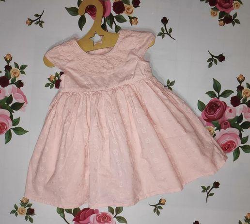 Продам отличное нежное платьюшко на девочку 6-9 месяцев,в отличном сос