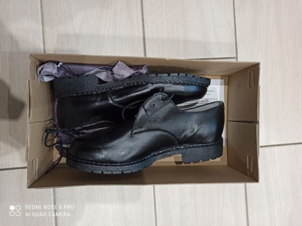 Nowe buty skórzane czarne