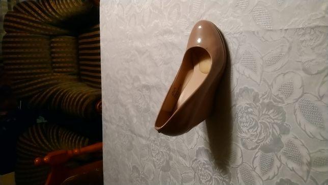 Buty damskie bezowe