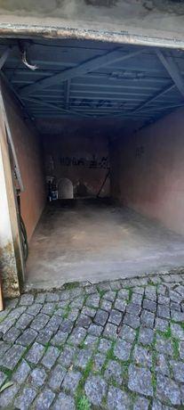 Garagem, em MAXIMINOS, PERTO DE CTT(garagem fechada)