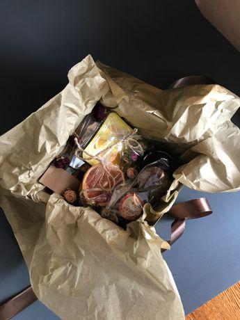 Большой подарочный набор. 3 чая, шоколад, печенье и карамель