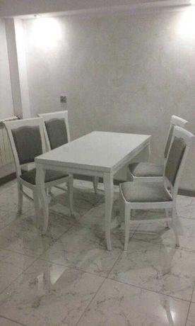 Zestaw: stół i 4 krzesła w stylu prowansalskim, białe, drewniane nogi