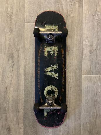 Комплит, скейт, independent, revol
