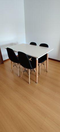 Mesa + 4 cadeiras imaculadas