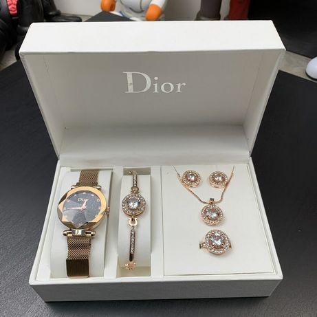 Present Box Dior Bracelet/Watch/Earrings/Ring Gold