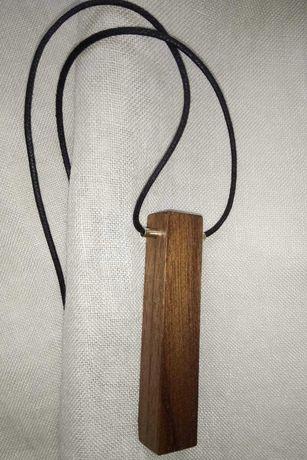 Wisior ręcznie wykonany z drewna
