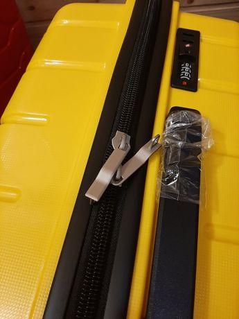 Франция. 105л. Большой чемодан. Полипропилен.