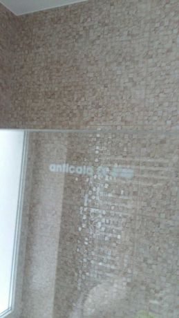 Стеклянная шторка в ванную