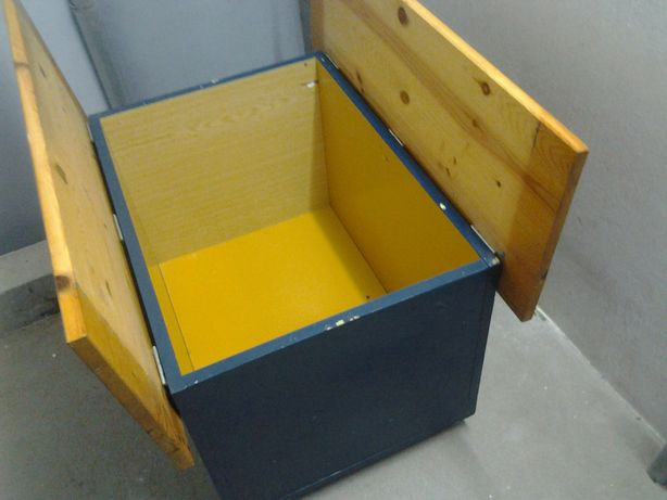 Stolik z pojemnikiem, na 4 kółkach