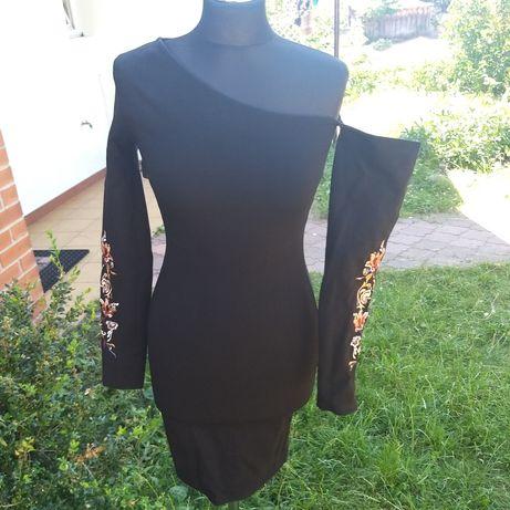Czarna krótka sukienka