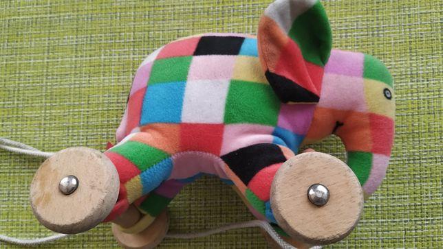 słonik słoń na drewnianych kółkach do ciągania zabawka
