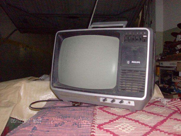Televisão Philips a preto e branco