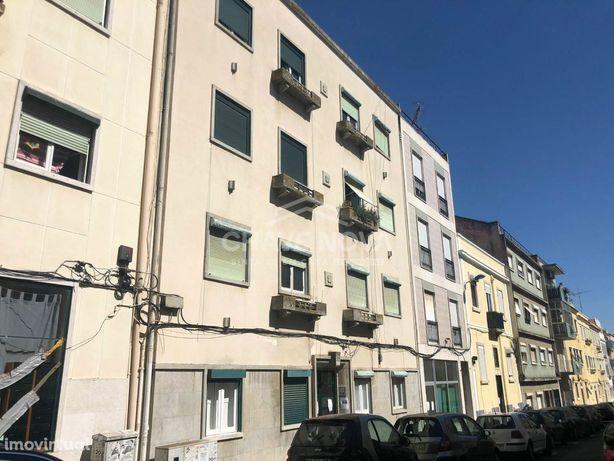Apartamento T2 Situado na Rua Dom Fuas Roupinho, Nº 52, Lisboa Penh...